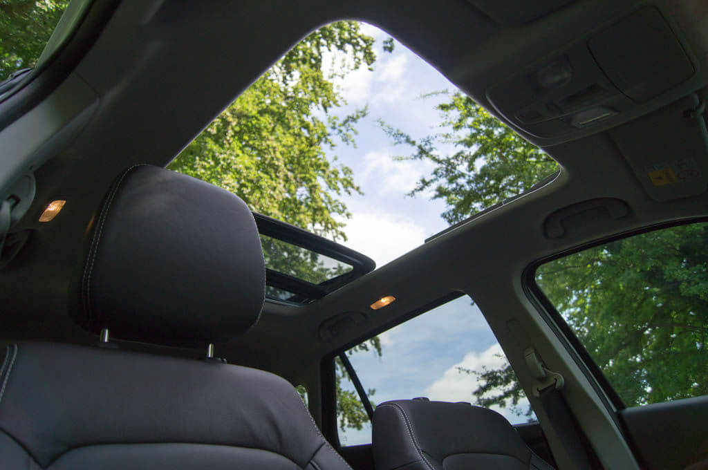 Suzuki-SX4-S-Cross-Review-Sunroof-Open-carwitter